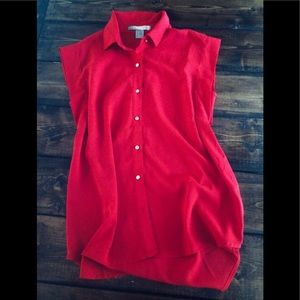 Red sleeveless blouse.